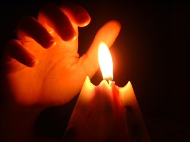 hand-over-candle-1495809