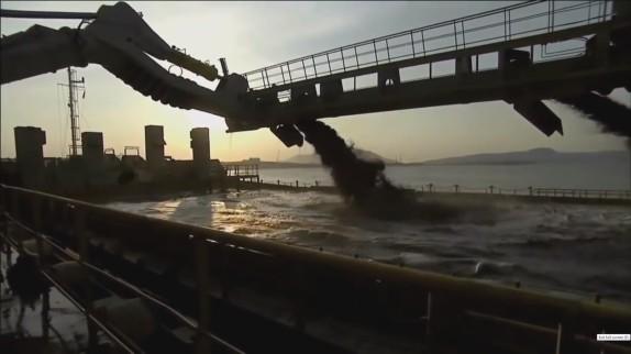 sand war-robbing ship