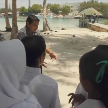 sandwar-maldives-protest-schoolchildren